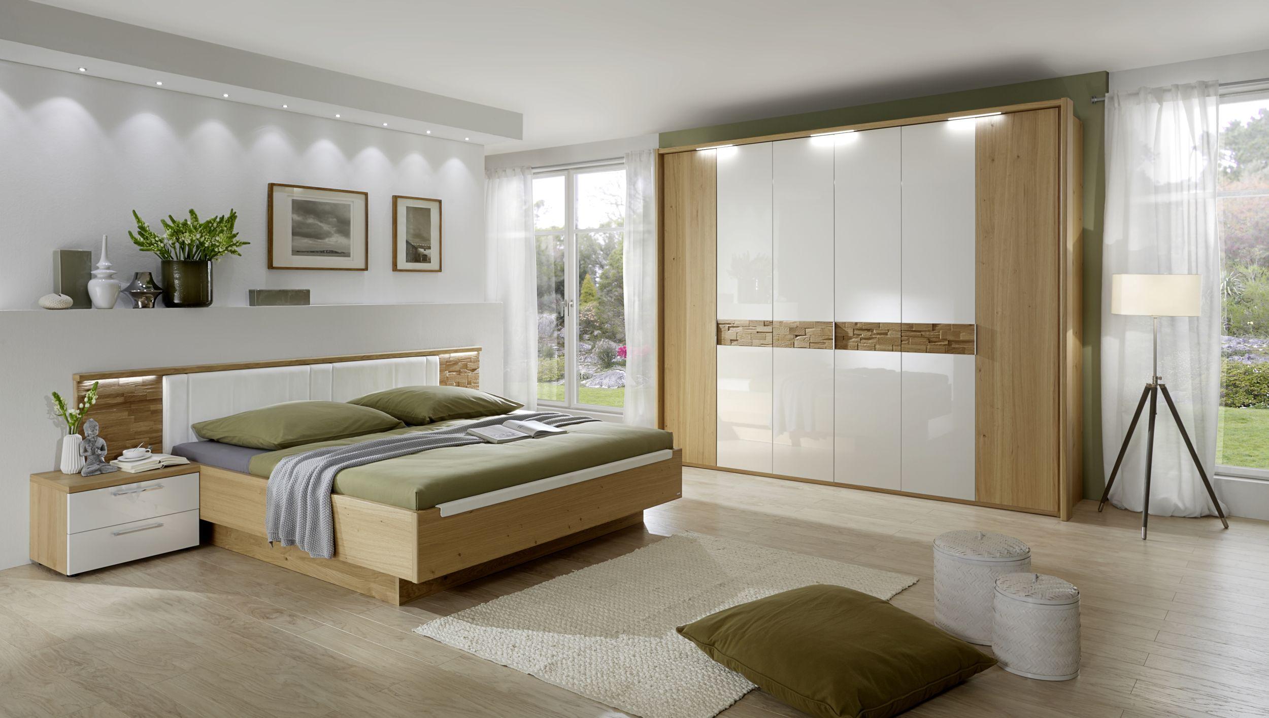 Schlafzimmer in Wildeiche mit Doppelbett und 6türigen Kleiderschrank |  Möbelhaus Pohl - Wilhelmshaven & Friesland